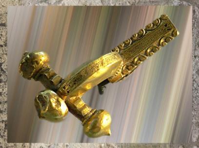 D'après une fibule gravée, tôle d'or, IVe siècle apjc, La Seine, Paris, Gaule Romaine. (Marsailly/Blogostelle)