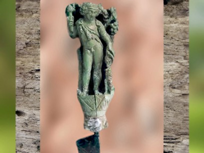 D'après Bacchus, figurine sur un poignard, trésor de Deauze, IIIe siècle apjc, Gers, Gaule Romaine. (Marsailly/Blogostelle)