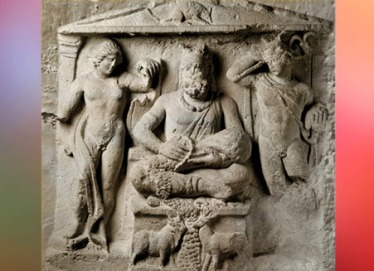 D'après la stèle de Cernunnos, dieu gaulois, qui forme ici un trio avec Apollon et Mercure, relief en pierre, IIe siècle apjc, Reims, France,Gaule Romaine. (Marsailly/Blogostelle)