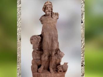 D'après Silvanus-Sucellus, dieu forestier, statue grandeur nature en grès, Ier-IIIe siècle apjc, Izère, France,Gaule Romaine. (Marsailly/Blogostelle)