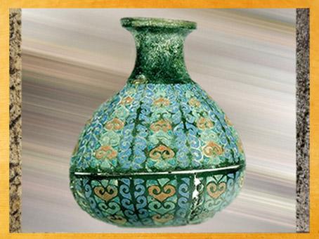 D'après un vase en bronze émaillé, La Guierce, IIIe siècle apjc, dépôt-trésor, Charente, France,Gaule Romaine. (Marsailly/Blogostelle)