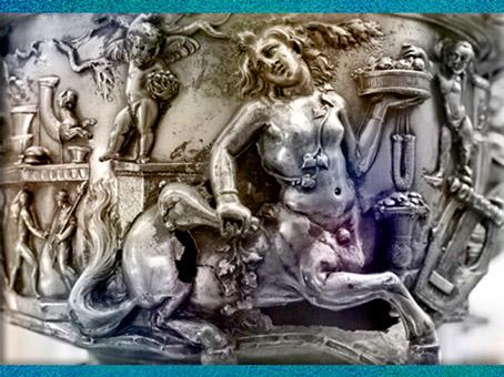 D'après un centaure, féminin, détail du Trésor de Berthouville, orfèvrerie en argent, IIe siècle apjc, sanctuaire de Mercure, Normandie, France,Gaule Romaine. (Marsailly/Blogostelle)