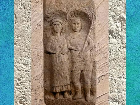 D'après Mercure et Rosmerta vêtus à la gauloise, début IVe siècle apjc, Bas-Rhin, Gaule Romaine. (Marsailly/Blogostelle)