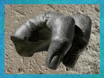 D'après un fragment de statue colossale en bronze, IIe siècle apjc, thermes et temple antiques du Fâ de Barzan, Charente Maritime, France,Gaule Romaine. (Marsailly/Blogostelle)