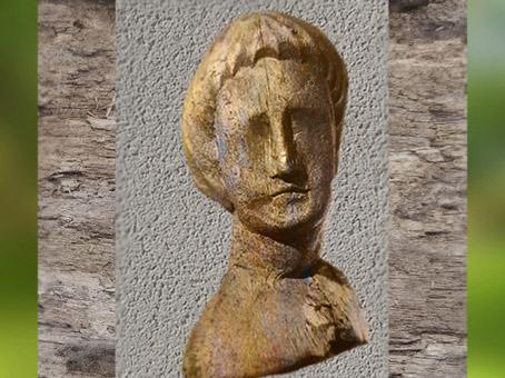 D'après un portrait d'homme, ex-voto, hêtre, source des Roches, Ier siècle apjc, Chamalières, Gaule Romaine. (Marsailly/Blogostelle)