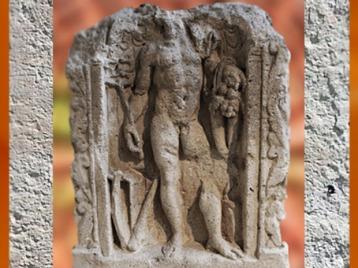 D'après le dieu gaulois Teutatès, avec faucille et serpents, relief, Reims, Gaule Romaine. (Marsailly/Blogostelle)