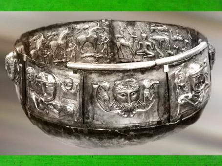 D'après les divinités celtiques, chaudron de Gundestrup, métal, Ier siècle avjc, âge du Fer, Danemark, art celte.(Marsailly/Blogostelle)
