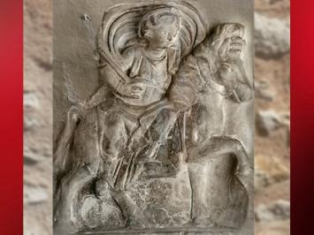 D'après une stèle dédiée à Épona, la très populaire déesse gauloise, assise en amazone sur sa fougueuse jument, Ie-IIIe siècle apjc, Gaule Romaine. (Marsailly/Blogostelle)