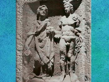 D'après Mercure coiffé du pétase, avec son caducée, et Rosmerta qui porte une bourse et une patère, Eisenberg, Allemagne, époque romaine en Gaule. (Marsailly/Blogostelle)