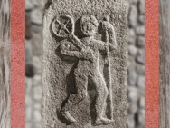 D'après un pilier à l'effigie de Taranis qui porte sa Roue, dieu gaulois du Tonnerre, bas-relief, Alsace, France,Gaule Romaine. (Marsailly/Blogostelle)
