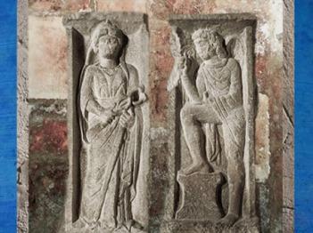 D'après Rosmerta et une divinité ailée, pilier du Pont-au-Change, Ier siècle apjc, Paris, France,Gaule Romaine. (Marsailly/Blogostelle)