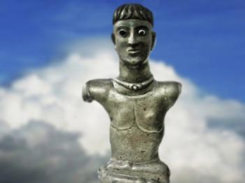 D'après le dieu gaulois dit Dieu de Bouray dans la position du lotus, tôle de bronze, Ier siècle avjc-Ier siècle apjc, Essonne, France,Gaule Romaine. (Marsailly/Blogostelle)