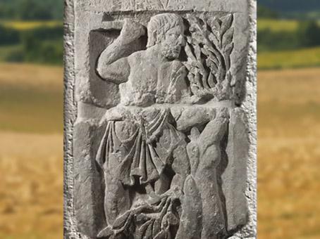 D'après Ésus, dieu gaulois à la Serpe, Ier siècle apjc, Pilier des Nautes, Lutèce, Paris,Gaule Romaine. (Marsailly/Blogostelle)