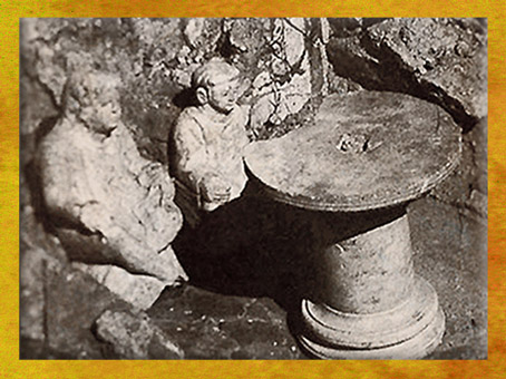 D'après l'Autel domestique d'Argentomagus, en pierre, II-IIIe siècle apjc, France, Gaule Romaine. (Marsailly/Blogostelle)