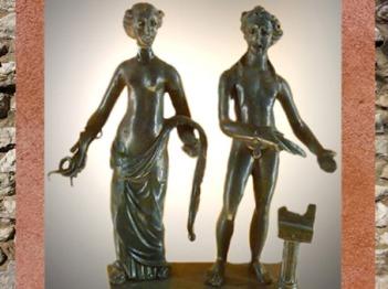 D'après Sirona, déesse gauloise des Sources et de la Santé, au côté d'Apollon, dieu guérisseur, bronze, IIe siècle apjc, Dijon, Bourgogne, France, Gaule Romaine. (Marsailly/Blogostelle)