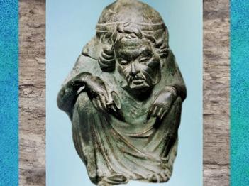 D'après un ex-voto en bronze, femme et gobelet d'eau, Vichy, Allier, Gaule Romaine. (Marsailly/Blogostelle)