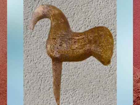 D'après un cheval ex-voto, hêtre, source des Roches, Ier siècle apjc, Chamalières, France, Gaule Romaine. (Marsailly/Blogostelle)