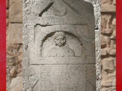 D'après une dédicace aux dieux Mânes, à la mémoire de Grecinia Blanda par son mari, Bordeaux, Aquitaine, France, Gaule Romain. (Marsailly/Blogostelle)