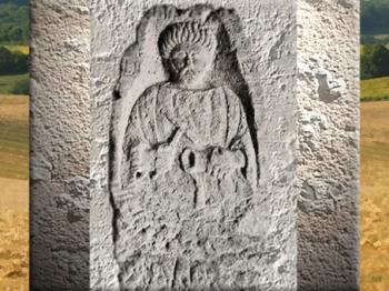 D'après la stèle funéraire d'un artisan, avec marteau et gobelet, IIe siècle apjc, Autun, Bourgogne, France,Gaule Romaine. (Marsailly/Blogostelle)