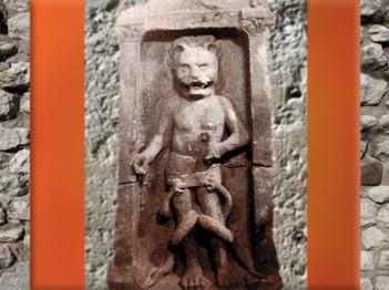 D'après un autel de Mithra, à pattes et tête de lion (léontocéphale), mithraeum de Bordeaux, IIIe siècle apjc, Gaule Romaine. (Marsailly/Blogostelle)