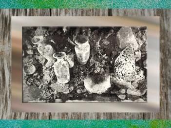 D'après les fioles du coffre en bois de l'enfant de Naintré, Vienne, Poitou, France,Gaule Romaine. (Marsailly/Blogostelle)