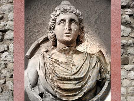 D'après le buste d'Attis, parèdre de Cybèle, IIe -IIIe siècle apjc, Gaule Romaine. (Marsailly/Blogostelle)