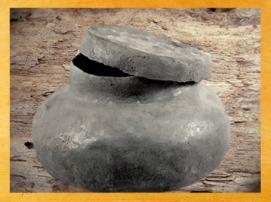 D'après une urne funéraire en plomb, Lyon, France, Gaule Romaine. (Marsailly/Blogostelle)