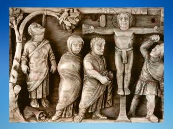 D'après la première image de Crucifixion connue,  coffret en ivoire, vers 420-430 apjc,art paléochrétien. (Marsailly/Blogostelle)