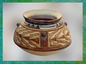 DD'après un vase caréné, motifs plumes, vers 4200-3800 avjc, Suse, Iran actuel,période néolithique, Orient ancien. (Marsailly/Blogostelle)