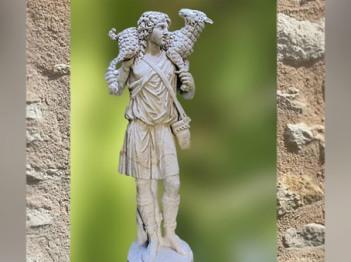 D'après le Christ dit Le Bon Pasteur, l'une des plus anciennes statues sur ce thème, IIIe siècle apjc, Vatican, époque Romaine. (Marsailly/Blogostelle)