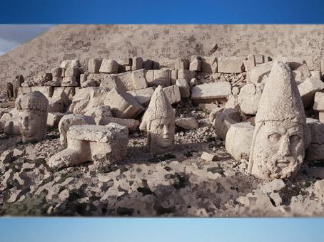 D'après le sanctuaire du Mont Nemrut, Ier siècle avjc, actuelle Turquie, époque Romaine. (Marsailly/Blogostelle)
