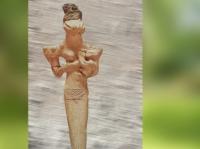D'après une déesse allaitant à tête de serpent, Ve millénaire avjc, néolithique, Ur, Irak, Mésopotamie. (Marsailly/Blogostelle)