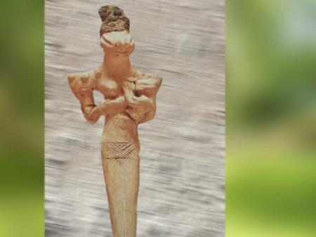 D'après une déesse allaitant à tête de serpent, Ve millénaire avjc, néolithique, Ur, Irak, Mésopotamie néolithique. (Marsailly/Blogostelle)