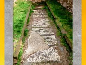 D'après une vue des grades initiatiques des Mystères de Mithra, mosaïque au sol, mithraeum d'Ostie, Italie, époque Romaine. (Marsailly/Blogostelle)