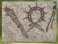 D'après les degrés initiatiques du culte de Mithra : Torche, Couronne et Fouet, mosaïque, mithraeum d'Ostie, Italie, époque romaine. (Marsailly/Blogostelle)