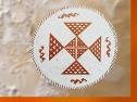 D'après une coupe à motifs géométriques, terre cuite, Samarra, vers 5000 avjc, Tell es-Sawwan, Irak. (Marsailly/Blogostelle)