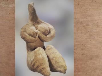 D'après une figurine en terre cuite, modelée et peinte, vers 4500 ans avjc, style de Halaf, Syrie, Mésopotamie néolithique. (Marsailly/Blogostelle)