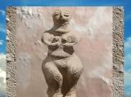D'après une Déesse-Mère, terre cuite, VIe millénaire avjc, çatal Hüyük, Anatolie, Levant. (Marsailly/Blogostelle)