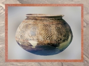 56 D'après un vase peint, terre cuite, vers 4500 ans avjc, style de Halaf, Mésopotamie-Syrie. (Marsailly-Blogostelle)