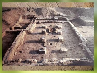 D'après les vestiges d'une maison néolithique, Obeid, vers 5000-4000 ans avjc, Irak actuel, Mésopotamie. (Marsailly/Blogostelle)
