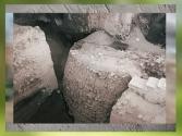 D'après les vestiges de la tour de Jéricho vers 8300 ans avjc, Jordanie, Levant. (Marsailly/Blogostelle)