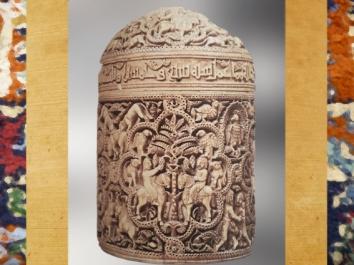 D'après une pyxide en ivoire, à dédicace, époque Ommeyade, 968 apjc, Cordoue, Espagne, art Musulman. (Marsailly/Blogostelle)