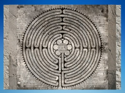 D'après le Labyrinthe de la cathédrale de Chartres, 1193-1220 apjc, art Gothique, France. (Marsailly/Blogostelle)