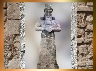 D'après la statue d'un dieu gardien ou acolyte, temple de Nabû, vers 810-800 avjc Nimrud, Irak actuel, Mésopotamie. (Marsailly/Blogostelle)