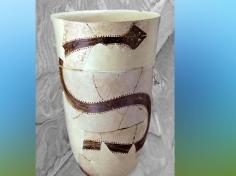 D'après un boisseau, à motif de Serpent, terre cuite peinte, vers 4200 - 3800 avjc, nécropole de Suse, Iran actuel, néolithique, Orient ancien. (Marsailly/Blogostelle)