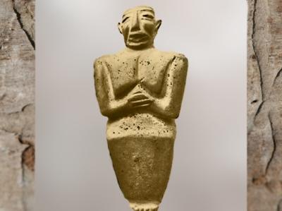 D'après une statuette d'orant, période d'Uruk, vers 3300 avjc, calcaire jaune, actuel Irak, Mésopotamie. (Marsailly/Blogostelle)
