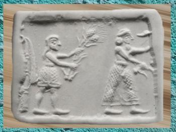 D'après une scène de culte à Inanna, le Roi et un assistant chargé d'offrandes végétales, Uruk, vers 3200 avjc, Mésopotamie. (Marsailly/Blogostelle)