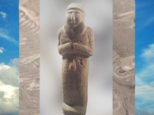 D'après un Roi-Prêtre,nu, dans l'attitude de l'orant en prière,statuette, vers 3200 avjc, calcaire, Sumer, Mésopotamie. (Marsailly/Blogostelle)