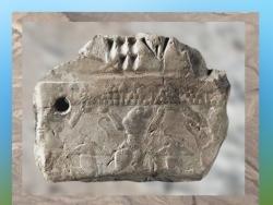 D'après une tablette à décor de lionnes-atlantes, avec inscription comptable au revers, vers 3000-2900 avjc, Suse, pays d'Élam, actuel Iran. (Marsailly/Blogostelle)