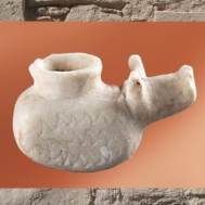D'après un vase-animal, porcin, albâtre, vers 3300 avjc, Elam, époque d'Uruk, Iran actuel, Orient ancien. (Marsailly/Blogostelle)